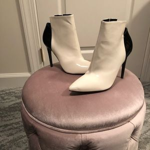 *NWOT!!* Kendall & Kylie White Ariana booties NEW